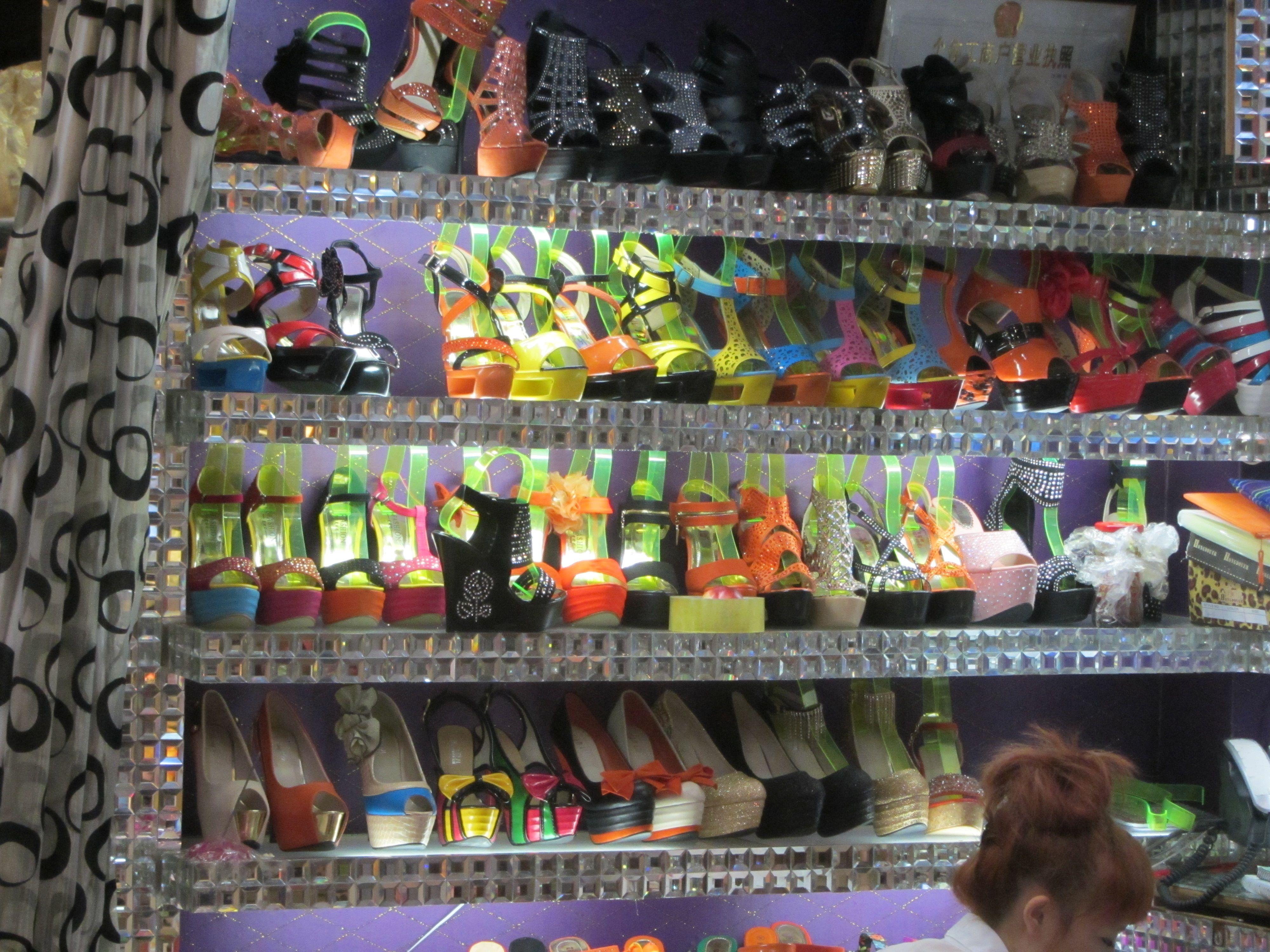 c4f856eba826f Guangzhou Super Shoe Market