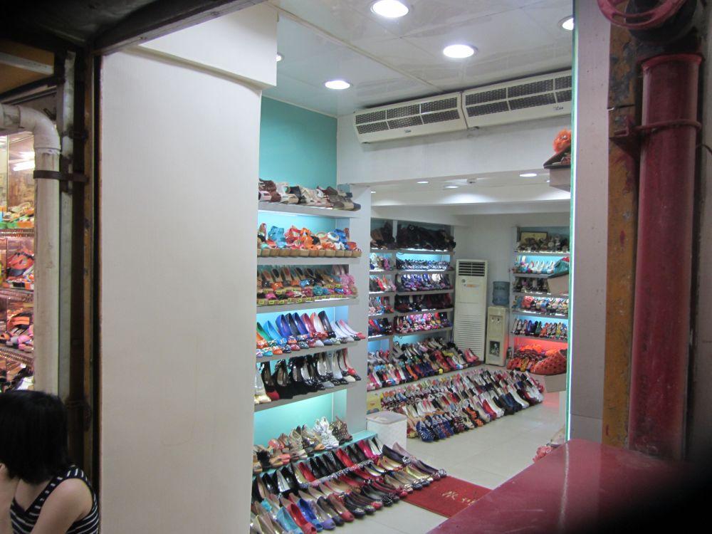 Guangzhou Super Shoe Market (3/6)